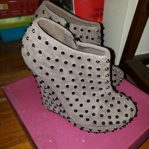 Spiked Grey heeled booties size 8.5